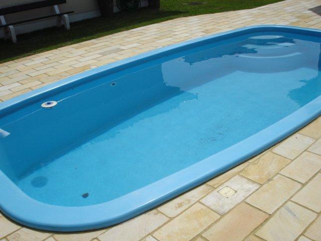 piscinas de fibra s?o revestidas por filamentos de vidro e resina de ...