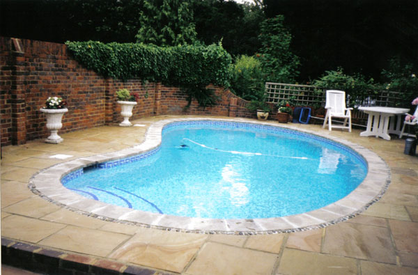 Sete dicas de desenho para piscinas pequenas for Piscinas desmontables profundas