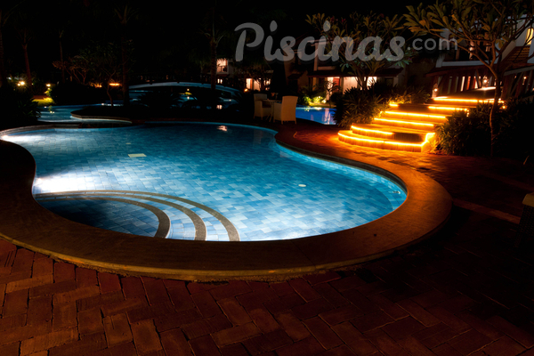 Iluminação para piscinas