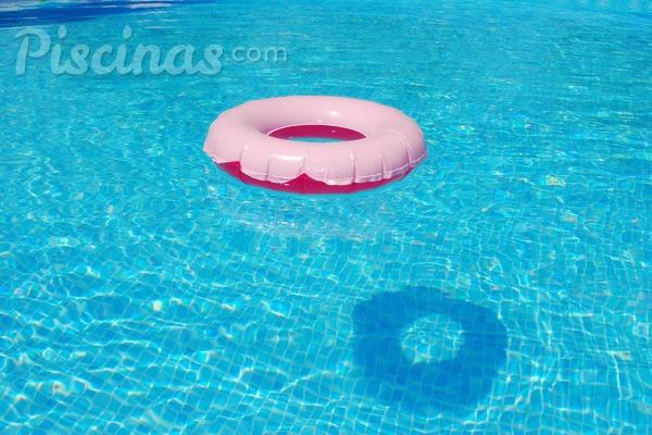 Dicas para economizar com a limpeza da piscina