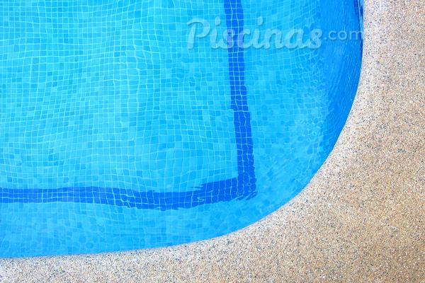 Vazamento em piscina de azulejo? Veja o que fazer