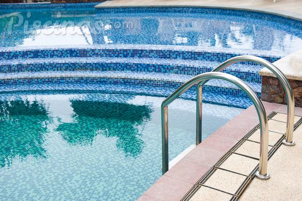 Que tipo de cloro é melhor para a sua piscina?