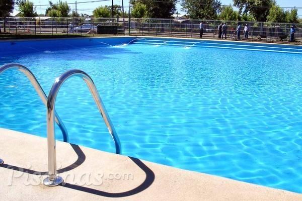 Regras do condomínio garantem piscina com segurança e higiene