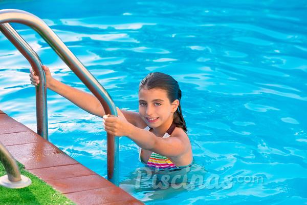 Crianças na piscina: qual a hora certa?