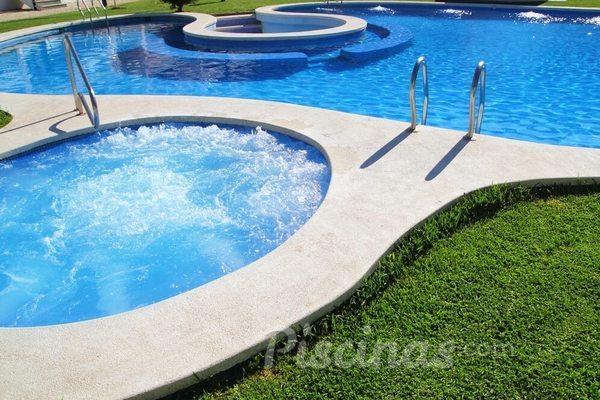 Como escolher o revestimento ideal para piscina?