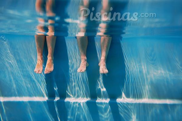 Clarificante: entenda sua função no tratamento da piscina