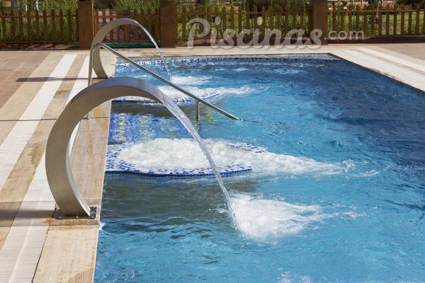 Infiltração na piscina: como combater o problema?