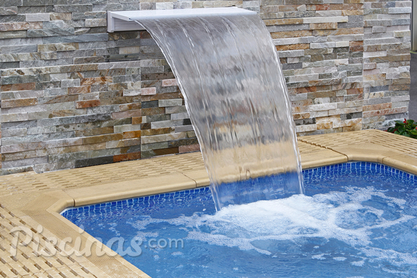 Tudo o que você precisa saber para ter uma cascata em sua piscina