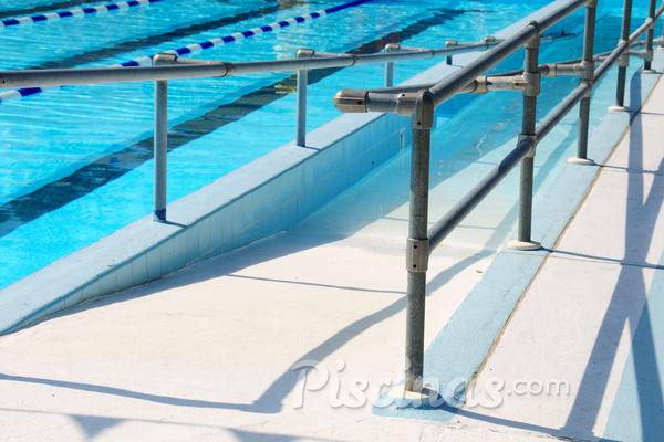 Como implantar acessibilidade para deficientes físicos em piscinas