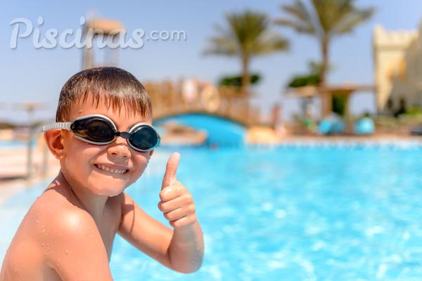 Passo a passo para manter sua piscina limpa no verão