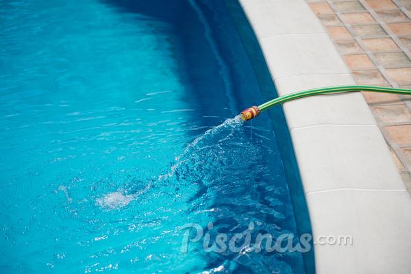 5 dicas para economizar água na piscina este verão