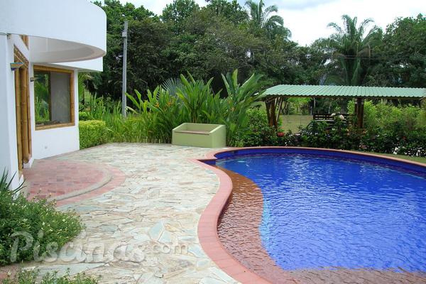 Sete dicas de desenho para piscinas pequenas for Piscinas pequenas para patios pequenos