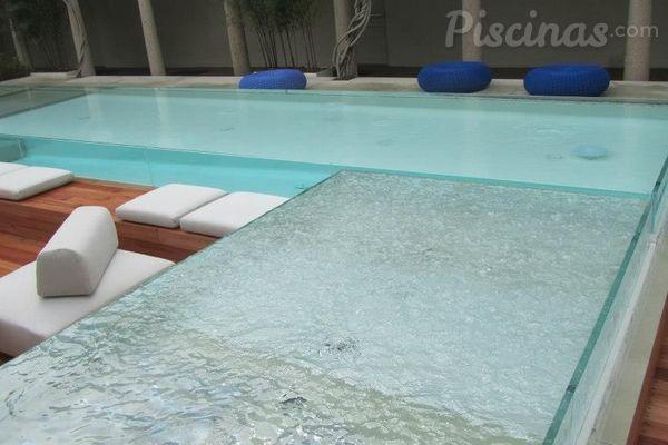 Piscinas de vidro tend ncia confirmada para 2014 for Piscina fuori terra quando piove