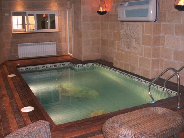 Cinco segredos para uma piscina interior perfeita for Piscinas interiores pequenas